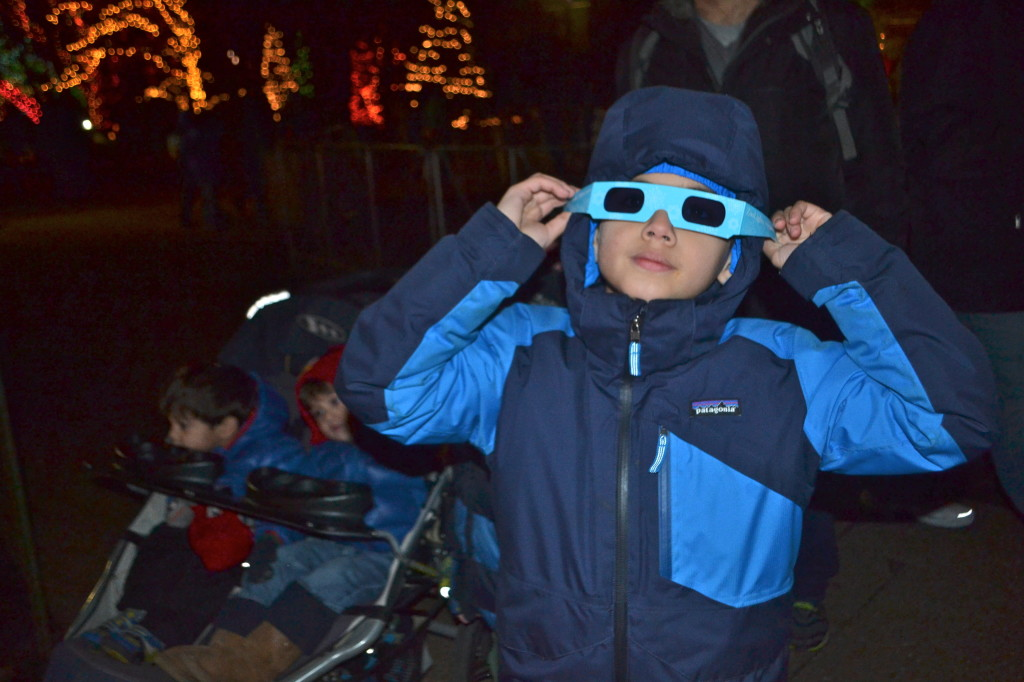 3D glasses for zoo light viewing.